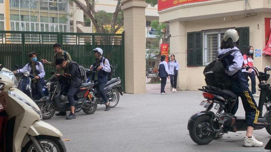 Đau đầu quản lý xe gắn máy dành cho học sinh