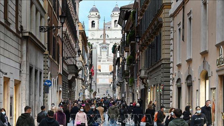 Italy siết chặt quy định phòng chống dịch COVID-19 dịp Giáng sinh và Năm mới