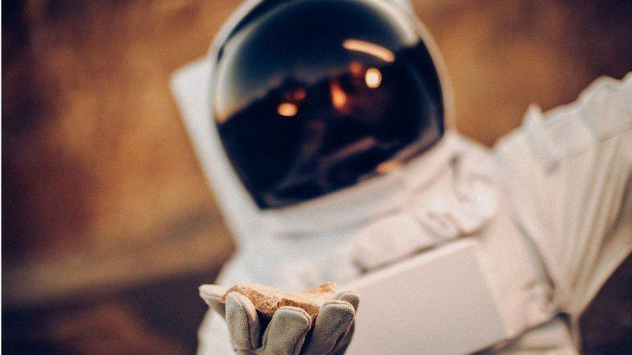 NASA trả 1 USD cho công ty trúng thầu thu thập đá Mặt trăng