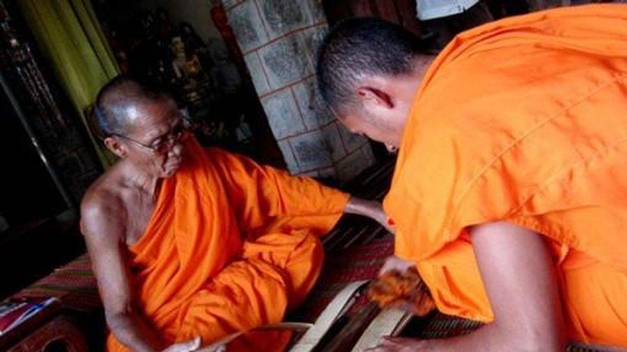 Kinh lá buông - 'báu vật' của đồng bào Khmer Nam Bộ