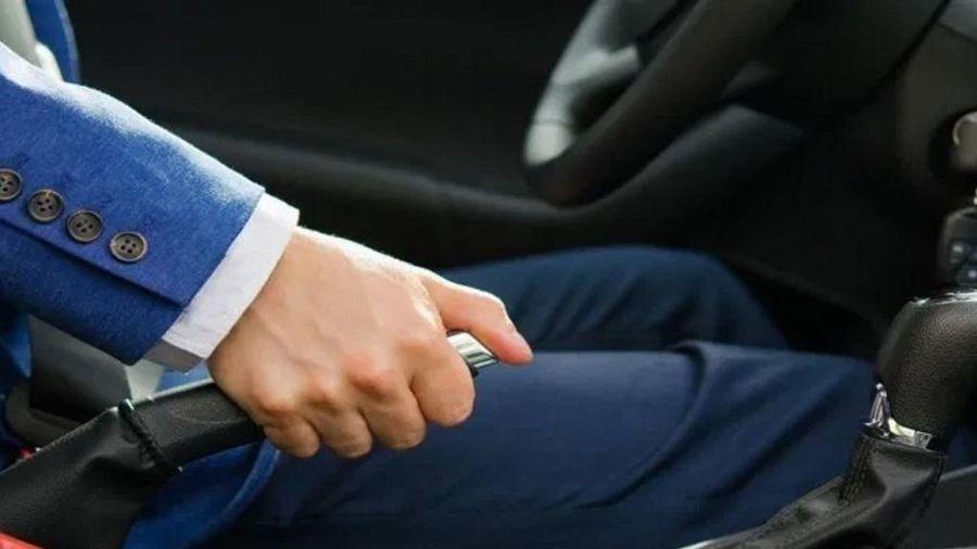 Lái mới thường mắc phải những lỗi phanh tay nào?