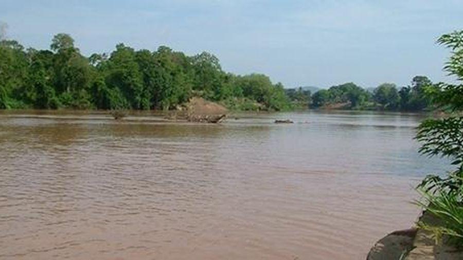 Tiền tỷ 'trôi sông' vì nước lũ dâng cao đột ngột