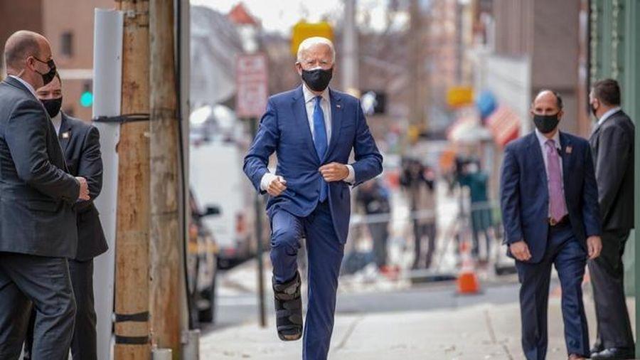Ông Biden tiết lộ sự thật của việc bị rạn xương chân