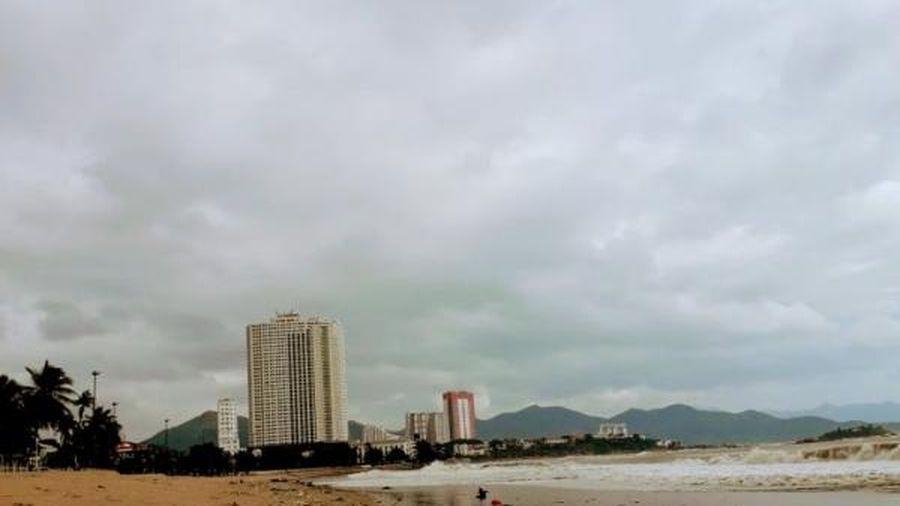 Biển Nha Trang nhiều rác sau mưa