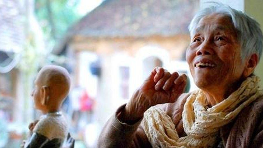 Nữ họa sĩ Mộng Bích: Những bất ngờ ở tuổi 90