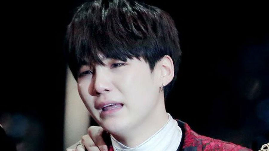 Thành viên BTS bật khóc khi nhận đề cử Grammy