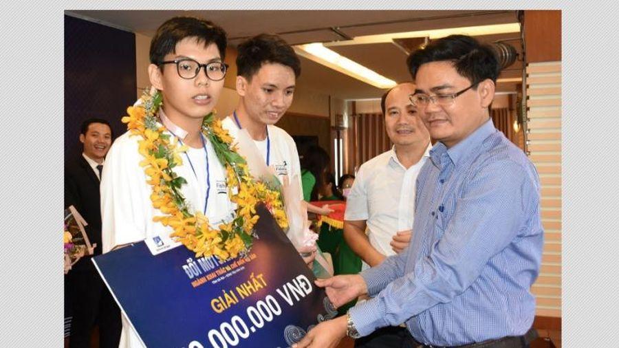 Hai học sinh giành giải Nhất Cuộc thi Đổi mới sáng tạo ngành khai thác và chế biến hải sản