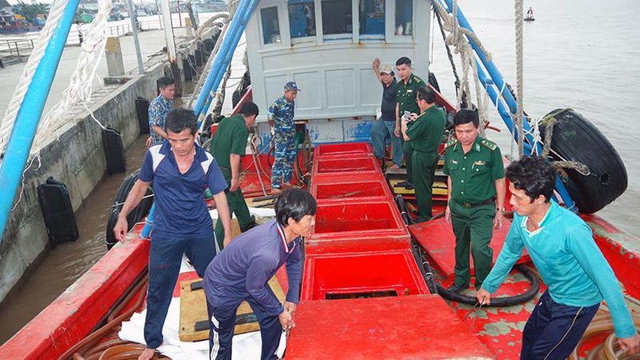 Bắt tàu vận chuyển 30 nghìn lít dầu DO không rõ nguồn gốc