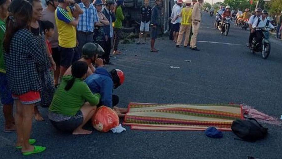 Nam sinh lớp 7 bị xe tải tông chết trên đường đến trường