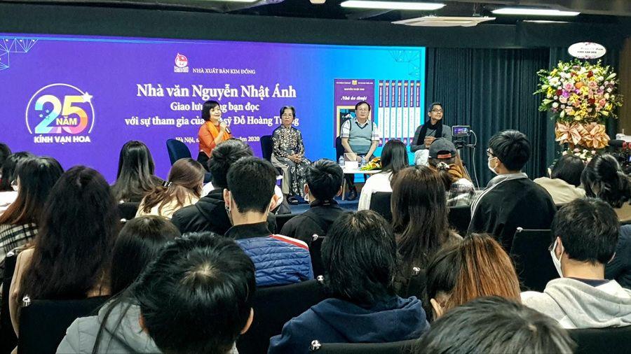 Vượt qua giá rét, rất đông độc giả trẻ đã tham dự kỷ niệm 25 năm Kính Vạn Hoa