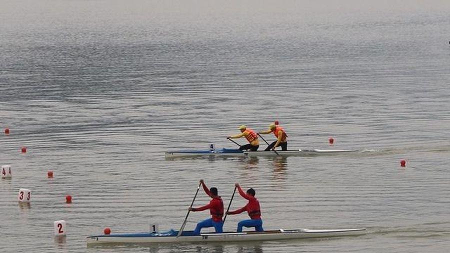 Thái Nguyên: Các tay chèo Canoeing toàn quốc tranh tài tại Hồ Núi Cốc