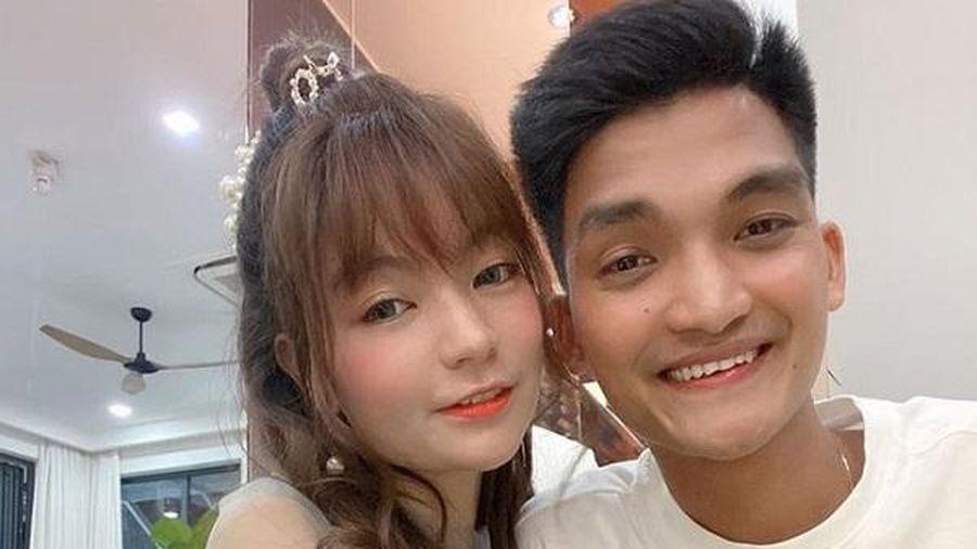 Vợ chồng nam diễn viên hài Mạc Văn Kho đón con gái đầu lòng sớm