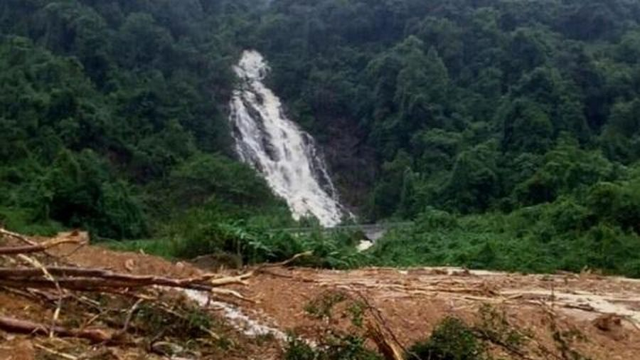 Quảng Bình: Bất ngờ phát hiện 2 thị thể nằm trên võng trong rừng