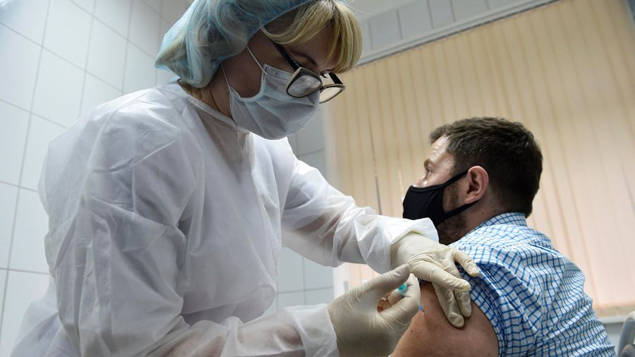 Dịch COVID-19: Nga thông báo kế hoạch tiêm chủng ở địa phương