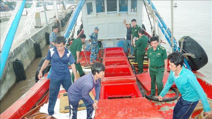 Bắt giữ tàu vận chuyển khoảng 30.000 lít dầu DO không rõ nguồn gốc