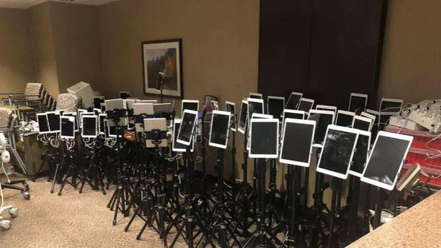 Hình ảnh iPad chất kín phòng ICU ở Mỹ, giúp bệnh nhân gửi lời tạm biệt cuối cùng