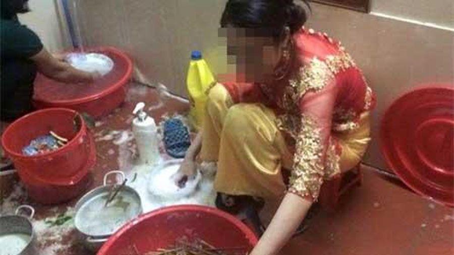Chưa thay váy cưới họ hàng đã sai dâu mới đi rửa bát, cô nhanh trí 'hoãn binh', nhưng lời nói lạnh tanh từ mẹ chồng khiến cô tê tái