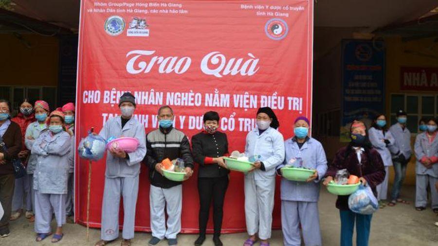 Trao quà từ thiện cho 90 bệnh nhân nghèo tại Bệnh viện y dược cổ truyền Hà Giang