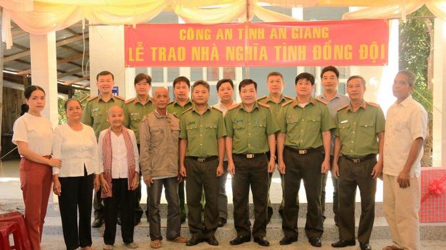 An Giang: Trao nhà tình nghĩa cho cán bộ chiến sỹ tại xã Cô Tô