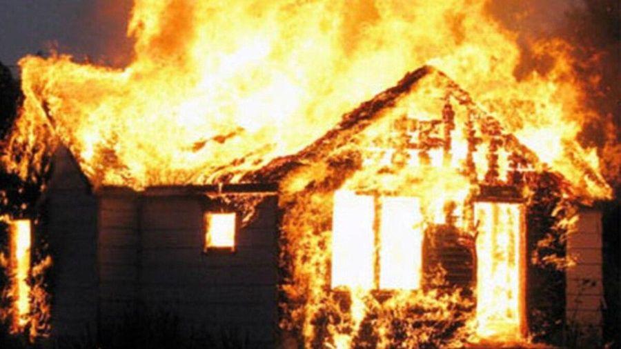 Mâu thuẫn gia đình, chồng châm lửa đốt bình xăng khiến vợ bỏng nặng
