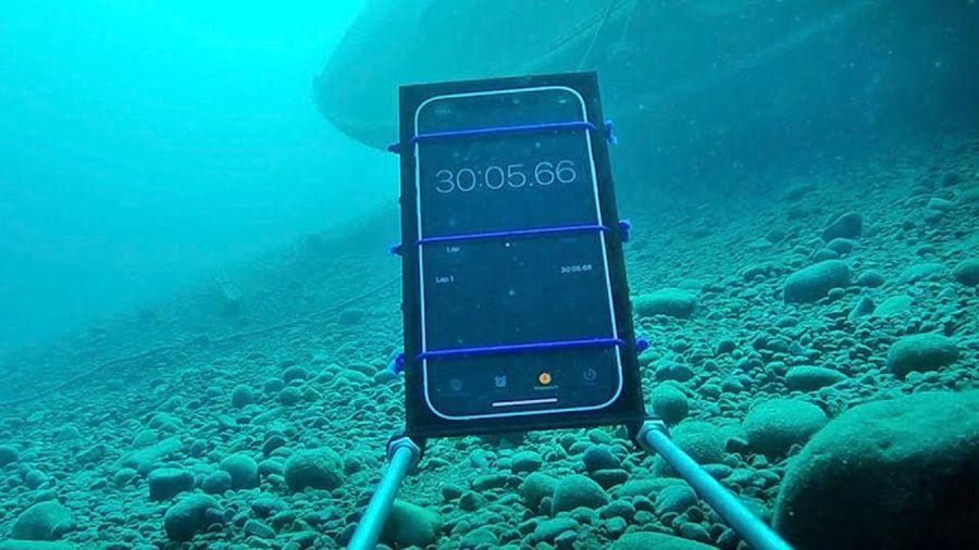 Thử ngâm iPhone 12 trong nước lạnh sâu 20 mét và cái kết bất ngờ