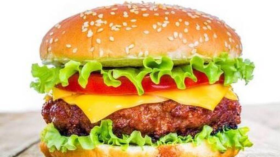 Bé trai ở Hà Nội bất tỉnh, sốc phản vệ nguy kịch sau khi ăn hamburger