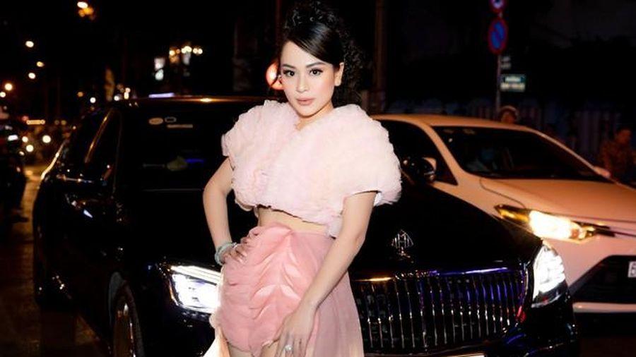 Con gái nuôi Hoài Linh gây choáng khi tới dự sự kiện với siêu xe 17 tỉ đồng