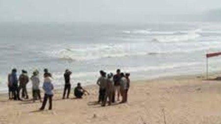 Phát hiện thi thể không nguyên vẹn, đang phân hủy trôi dạt vào bờ biển ở Huế