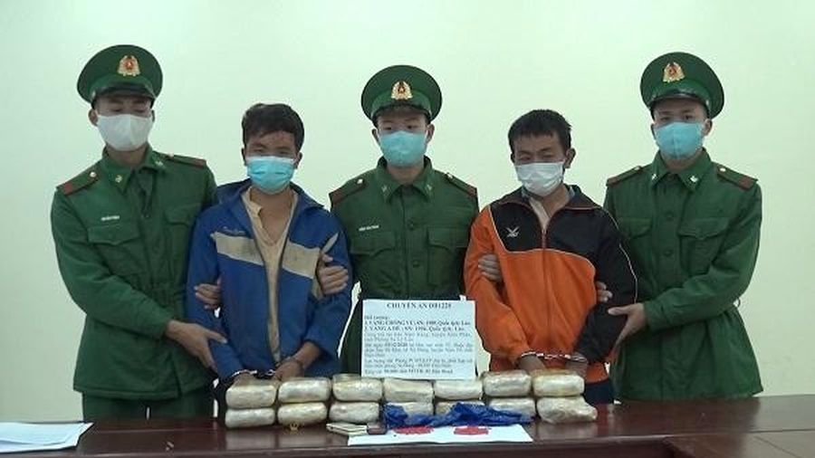 Điện Biên: Bắt hai đối tượng vận chuyển 90.000 viên ma túy tổng hợp
