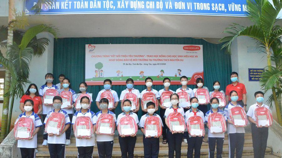 Công ty Bảo hiểm nhân thọ Dai-ichi Việt Nam: Tặng 50 suất học bổng cho HS hiếu học