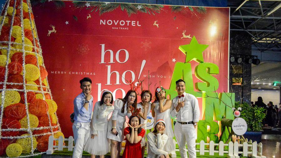 Khách sạn Novotel Nha Trang tổ chức Lễ thắp sáng cây thông Noel