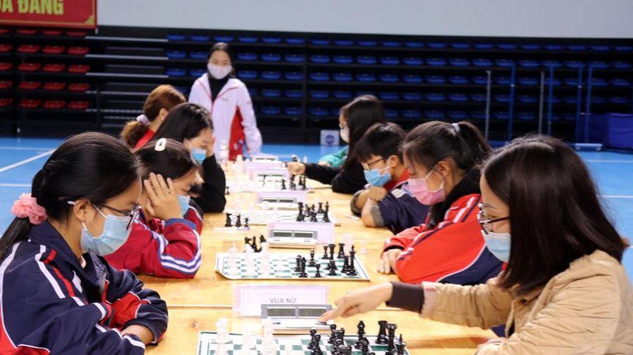 Kết thúc 164 trận đấu cờ nhanh, các VĐV thi đấu cờ tiêu chuẩn