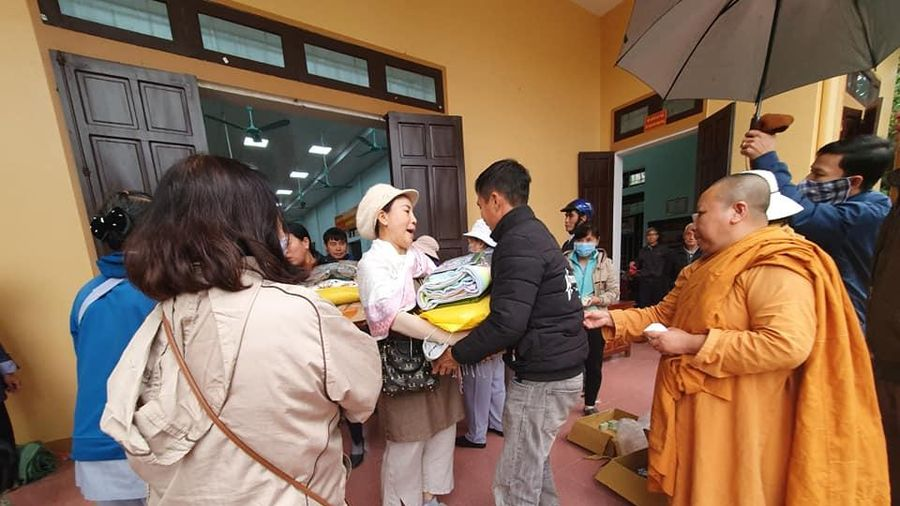 Hệ phái Khất sĩ tặng quà tại Nghệ An