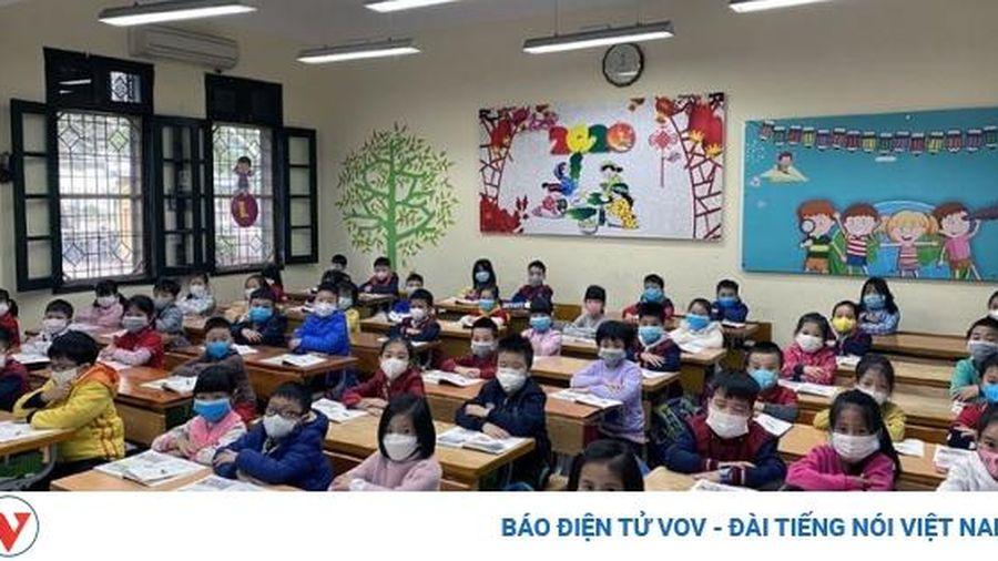 Học sinh Hà Nội phải đeo khẩu trang từ nhà đến trường