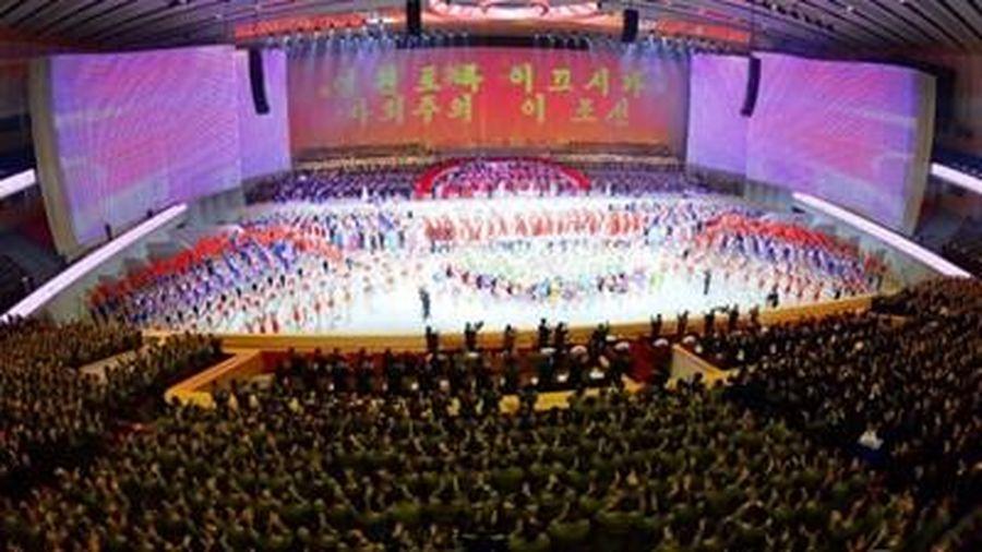 Triều Tiên: Biểu diễn nghệ thuật chào mừng thành công Đại hội lần thứ VIII