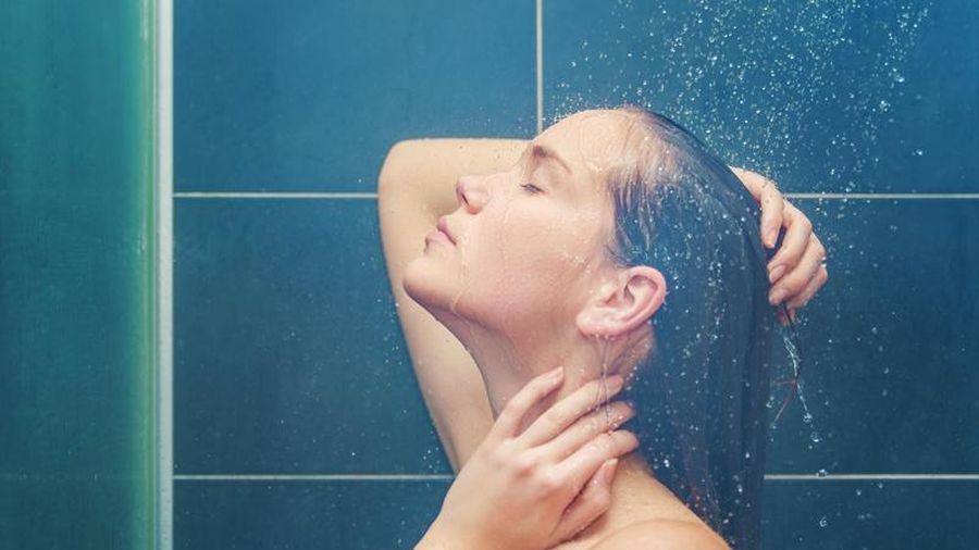 Có nên tắm nước nóng thường xuyên?