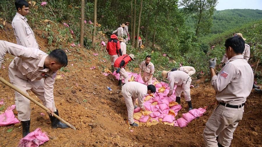 Quảng Trị: Hủy nổ quả đạn pháo gần 900kg