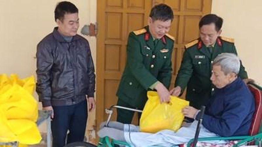 Cục Hậu cần, Quân khu 4: Thăm hỏi, tặng quà thương binh và gia đình chính sách