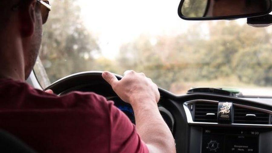 Người đàn ông thi trượt bằng lái xe... 157 lần