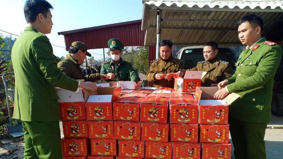 Hồng sấy dẻo từ Trung Quốc, lẫn lộn hàng thật lừa khách mua