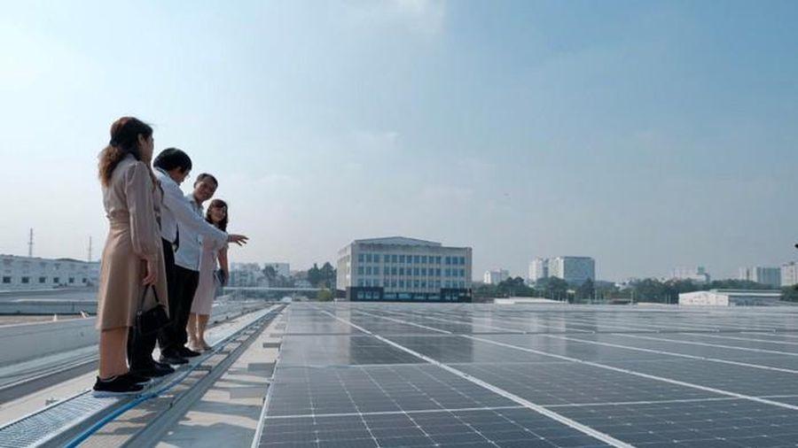 Đưa vào khai thác công trình điện Mặt Trời mái nhà tại Tân Sơn Nhất
