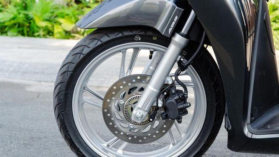 Phanh ABS là trang bị an toàn cần thiết đối với xe máy