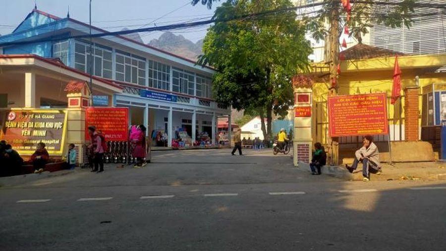 Hà Giang: Nghi ngộ độc sau khi ăn thực phẩm được đoàn từ thiện phát, 100 học sinh nhập viện