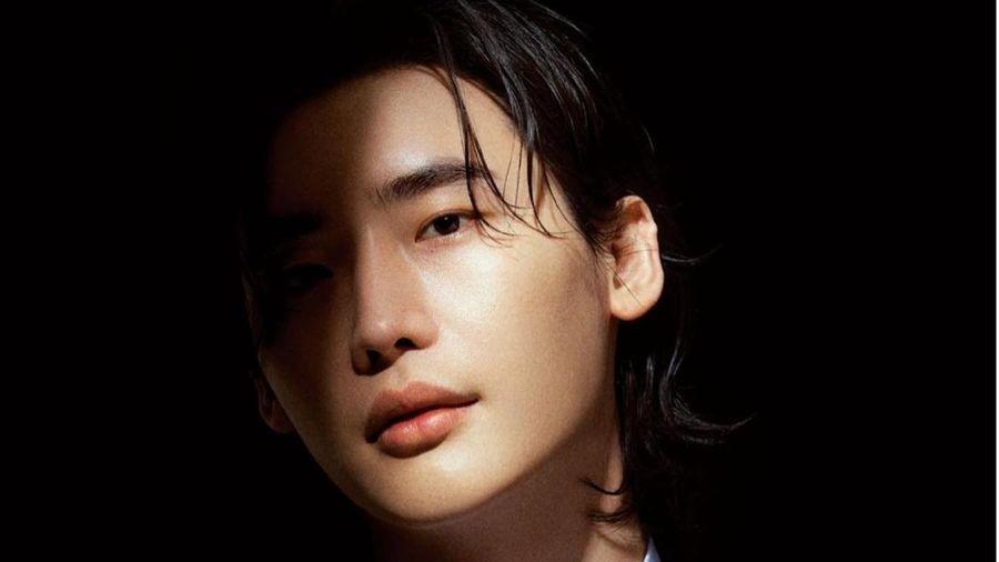 Lee Jong Suk khiến fan 'chết đứ đừ' với ánh nhìn hút hồn triệu con tim
