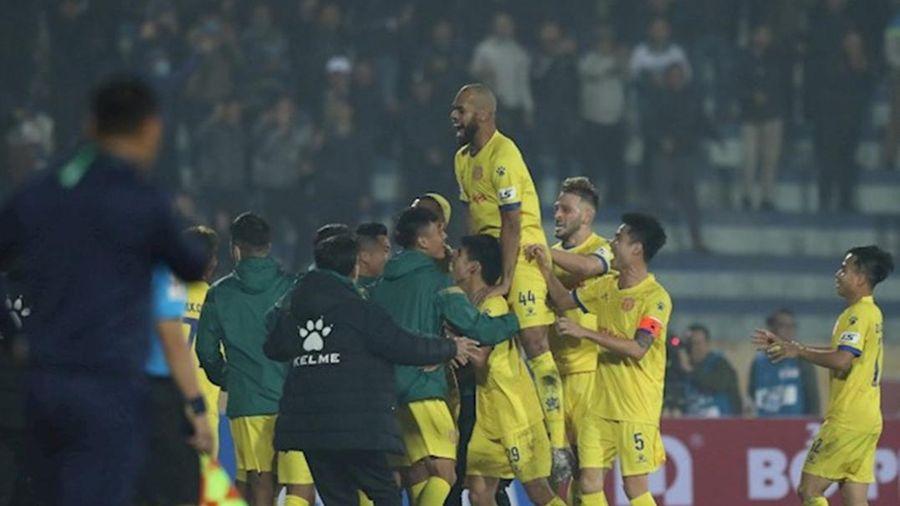Nam Định hạ nhục Hà Nội FC ngày mở màn V-League 2021