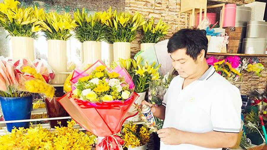 Những chàng trai cắm hoa làm đẹp cho đời