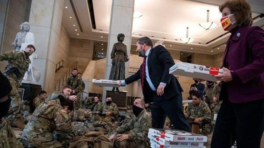 'Vấn đề' bất ngờ và thú vị mà Vệ binh Quốc gia bảo vệ Điện Capitol gặp phải, khiến họ phải ra thông báo mới