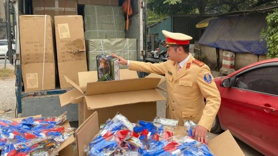 Phát hiện xe tải chở số lượng lớn đồ chơi trẻ em nhập lậu