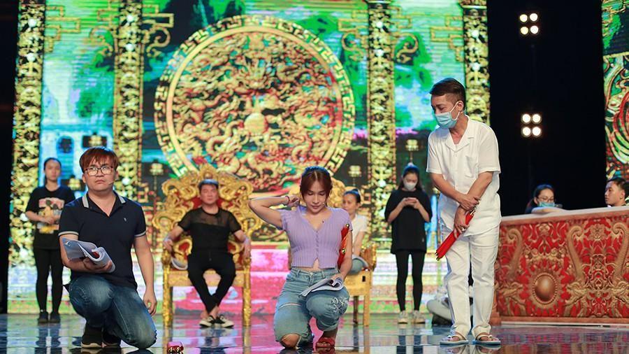 Hoa hậu Tiểu Vy bất ngờ rút khỏi chương trình Táo Xuân Tân Sửu