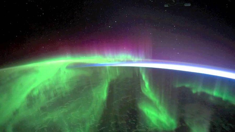 Ngắm nhìn cực quang từ ngoài không gian
